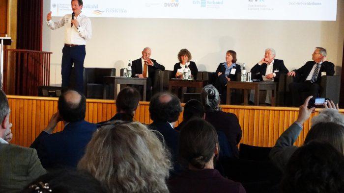 Abschlussdiskussion mit Herrn Dr. von Hirschhausen, Prof. Dr. Martin Exner, Prof. Dr. Annemarie Käsbohrer, Dr. Regine Szewzyk, Prof. Dr. Martin Mielke und Prof. Dr. Karl-Heinz Rosenwinkel