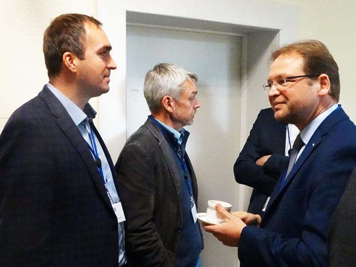 Herr Prof. Dr. Sebastian Jarzebowski, Herr Prof. Dr. Martin Hamer und Herr Christian Grütters im Gespräch.